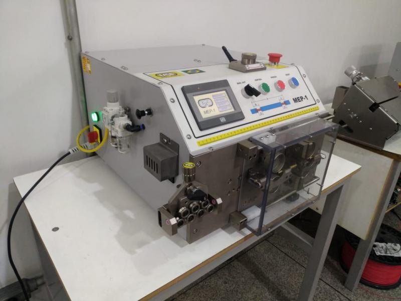 Máquina de corte de cabo de aço