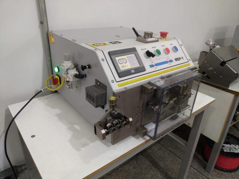 Máquina de medir e cortar fio