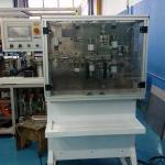 Máquina automática de corte e decape de fios e cabos